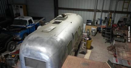 我怎麼樣都不會想到可以把這台老舊的露營車變成這個。棒呆了!