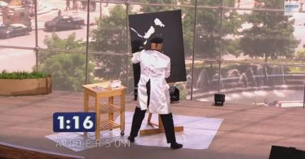這名「速畫師」需要在90秒內完成一幅畫,但過程中完全沒人看出來是什麼...直到他把畫翻過來!