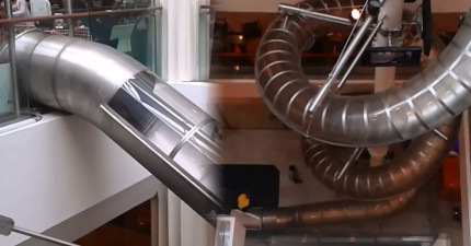 很多人去這間購物中心不是為了要購物,而是去玩全世界最高的室內溜滑梯!