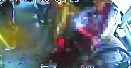 監視器拍到這個司機不知道為什麼忽然煞車,然後吐出我這輩子看過最多的血!