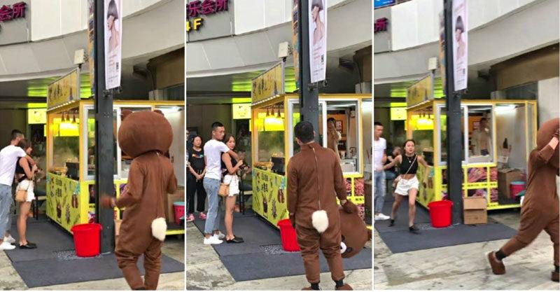 癡情男穿玩偶裝「飛2千公里」給驚喜 目睹女友「找別人夾娃娃」網不捨:太綠了QQ