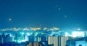 影/攝影師延時捕捉「日本羽田機場」的夜空 飛機「變成流星」畫面超美❤