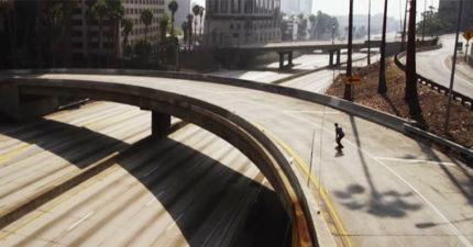 影/洛杉磯街道空盪盪「滑板客」暢滑無阻礙 畫面宛如電玩遊戲!