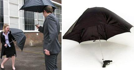 金牌特務版「水槍雨傘」廢到笑 「哪裡沒濕」我來噴!