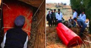 農民挖出「血色棺木」以為不吉利「緊急燒毀」 專家:損失21億!