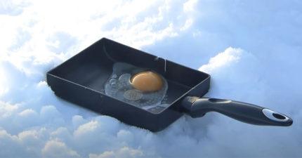 夏天熱到「蛋熟」不夠看 他超低溫「雪地打蛋」10分鐘後變色了