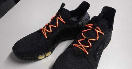 兩腳併攏就觸發!專家成功研發「LED鞋帶」 黑暗中「7色發光」即將問世