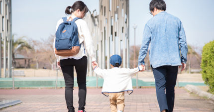 女大生拉鍊沒拉...小男童捷運上「神對應」網讚爆:這就是家教