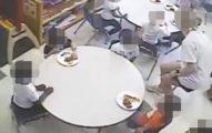 白人童開心吃飯 黑人童「餐盤都沒有」家長怒轟:老師帶頭歧視?