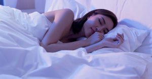 人妻半夜突微笑「我不是你老婆」 夫聊半小時嚇壞:是另一個人
