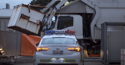 13歲童約好友「睡垃圾桶」 垃圾車司機「倒進車內」絞死